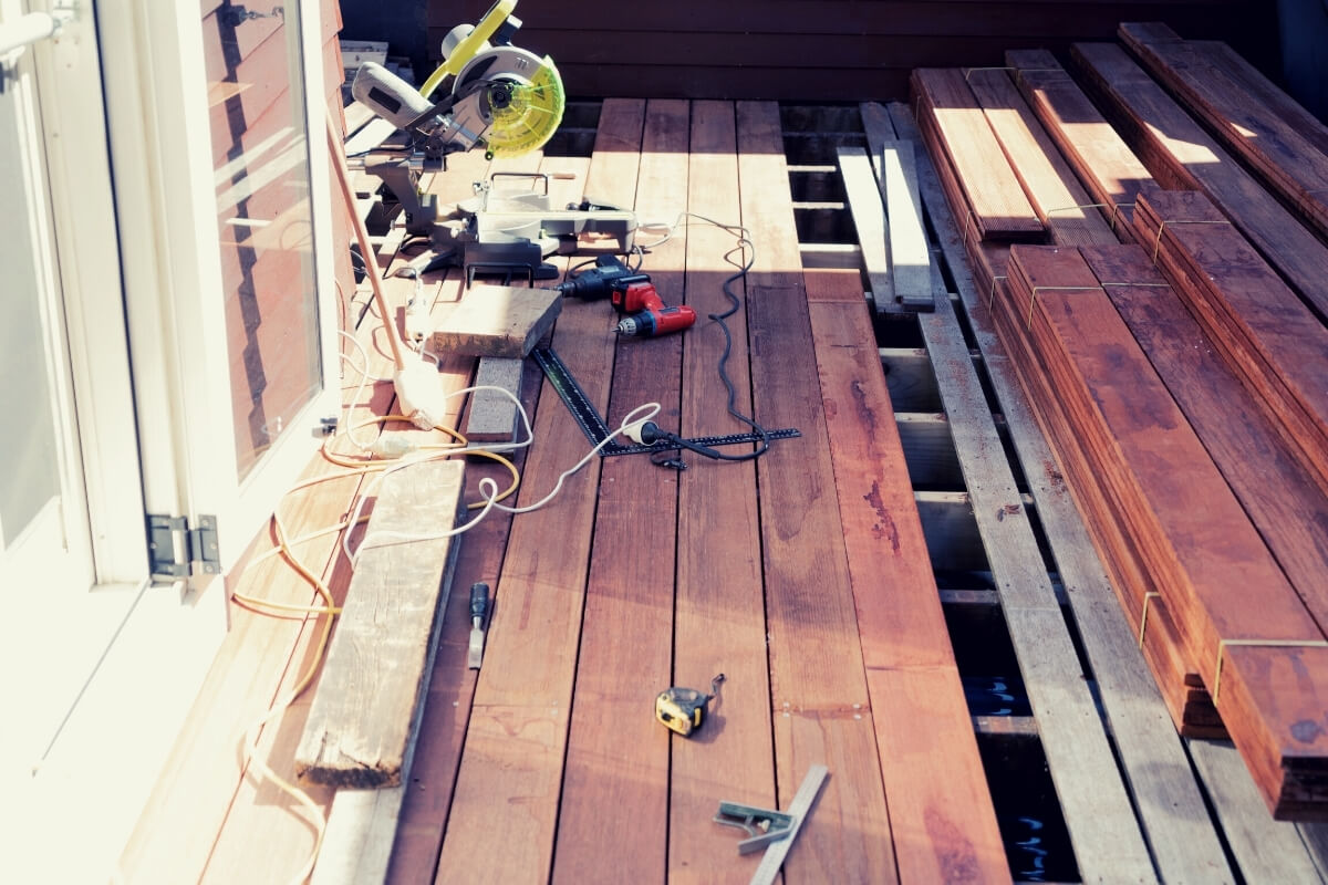 Table saw or Miter saw for deck building Image