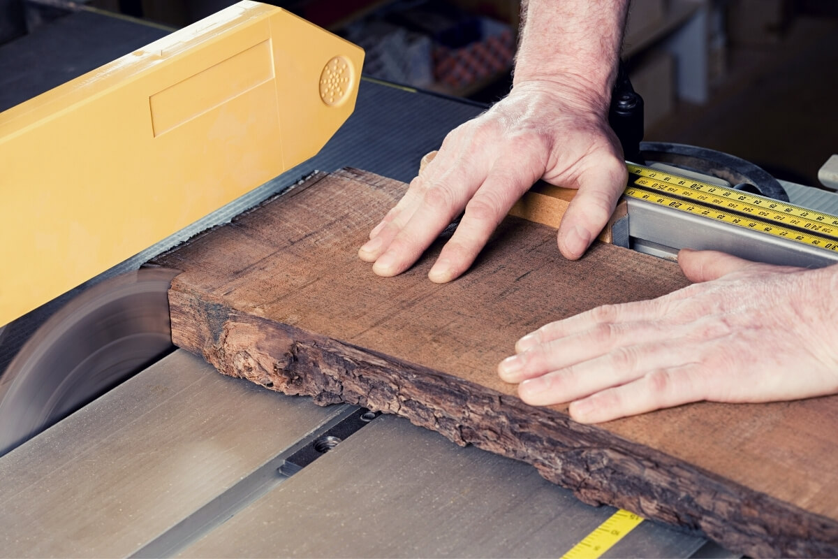 How Do You Push Wood Through a Table Saw Image