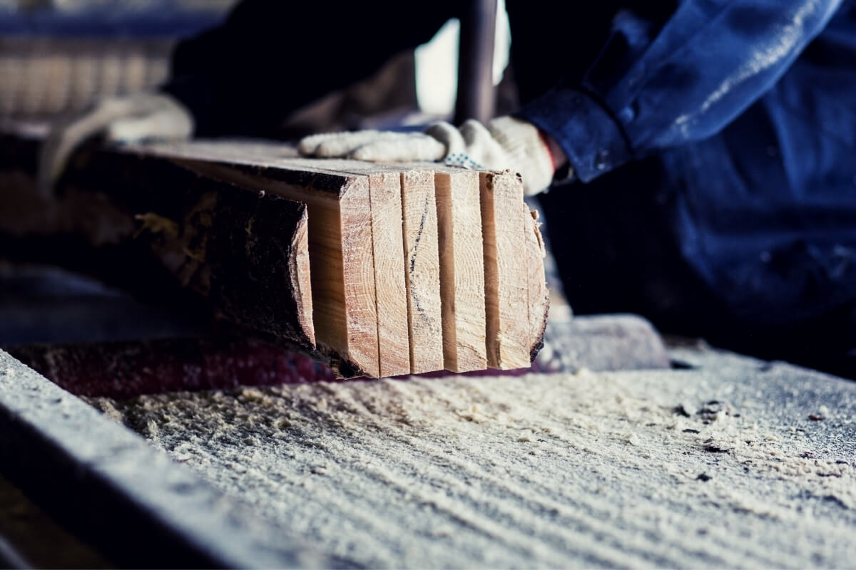 How to Square Lumber With a Table Saw Image