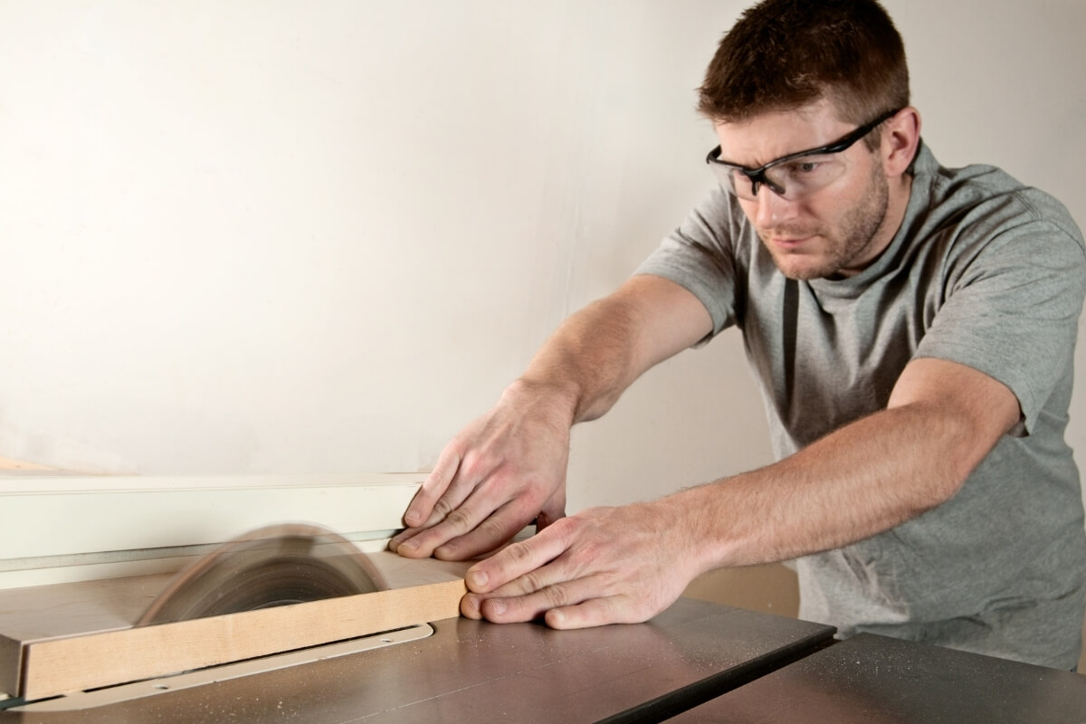 What is a Cabinet Table Saw Image