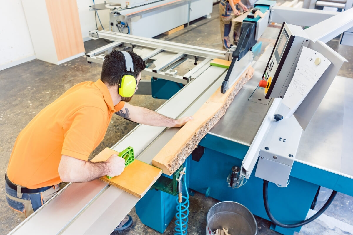 What is a Sliding Table Saw Image